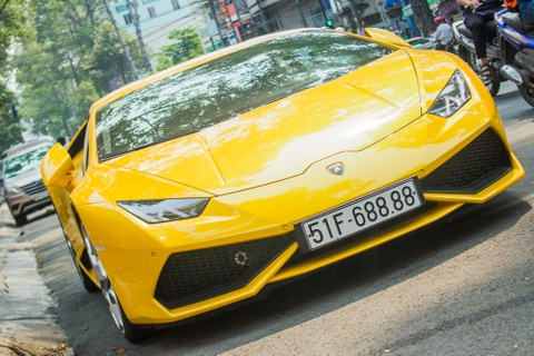 Lamborghini Huracan bien loc phat dao pho Sai Gon hinh anh