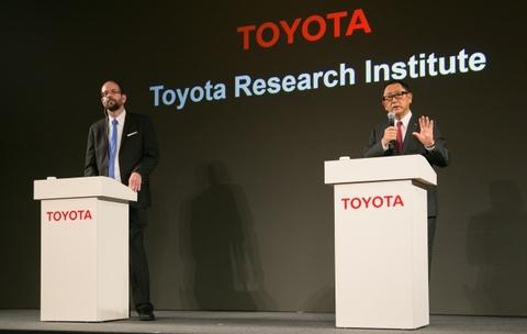 Toyota lo ngai mat lai hinh anh