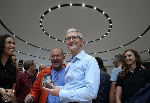 iPhone X hut mau nguoi dung, Apple co the gap rui ro hinh anh