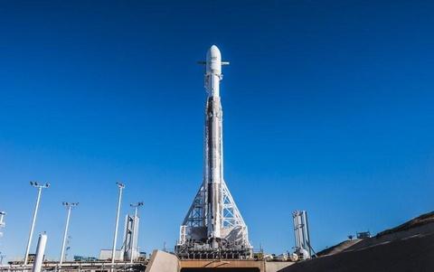 SpaceX dang dua ve tinh Internet len quy dao Trai Dat hinh anh