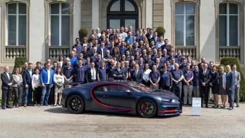 Chiec Bugatti Chiron thu 100 xuat xuong, gia 3,3 trieu USD hinh anh