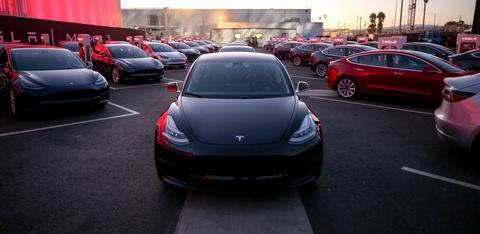 Bao nhieu tien de so huu xe dien Tesla Model 3? hinh anh
