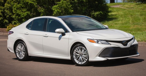 Toyota Camry 2019 dat hon vi co them Apple Car Play hinh anh