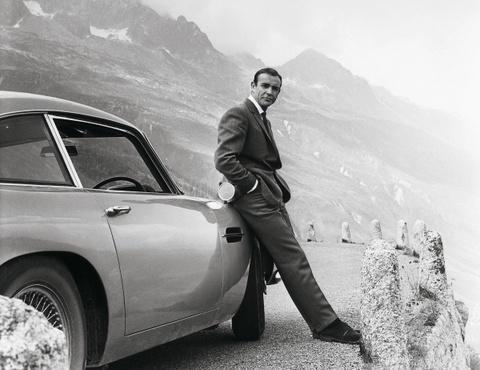 xe cua diep vien 007 hinh anh