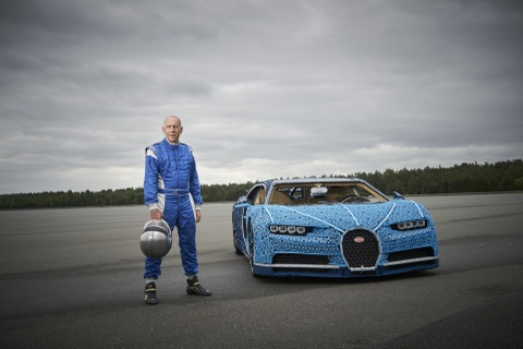 Sieu xe do choi Bugatti Chiron co the di chuyen 20 km/h hinh anh