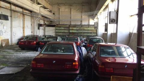 Lo xe BMW chua tung lan banh bi bo hoang 25 nam hinh anh