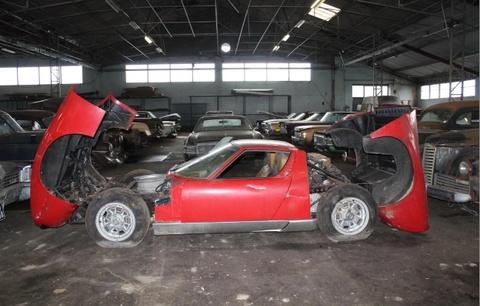 Chiếc Lamborghini hàng hiếm bị bỏ quên trong nhà kho