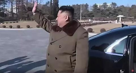 Ong Kim Jong Un vua tau Mercedes-Maybach S600 limo chong dan moi nhat hinh anh 2