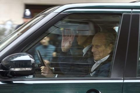 Chồng của Nữ hoàng Anh thoát khởi tố vì gây tai nạn giao thông