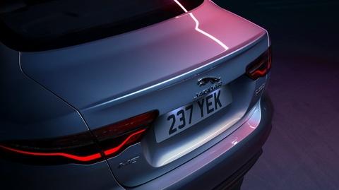 Jaguar XE phien ban 2020 the thao va ca tinh hon hinh anh 2