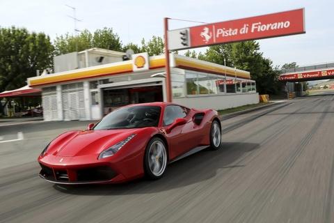 Hang nghin sieu xe Ferrari co nguy co boc chay vi ro ri nhien lieu hinh anh 2