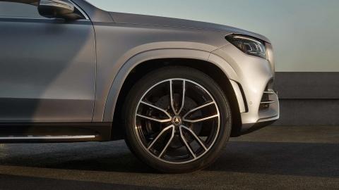 Mercedes-Benz GLS 2020 chot gia ban, canh tranh BMW X7 hinh anh 3
