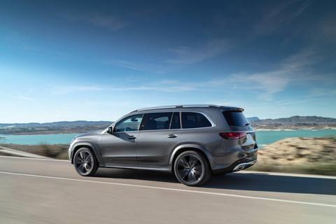Mercedes-Benz GLS 2020 chot gia ban, canh tranh BMW X7 hinh anh 7