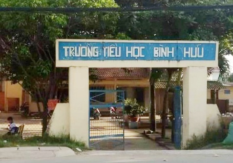 Dinh chi cong tac giao vien danh hoc sinh bam tim nguoi hinh anh