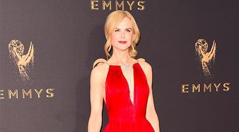 Nicole Kidman, Heidi Klum goi cam tren tham do Emmy 2017 hinh anh