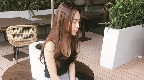 Phong cach thoi trang don gian cua ban gai doanh nhan Cuong Do La hinh anh