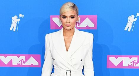 Kylie Jenner, Cardi B mac dep nhat tham do VMA 2018 hinh anh