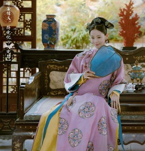 Phuc trang tri gia 853 ty dong trong phim 'Dien Hi cong luoc' hinh anh 7