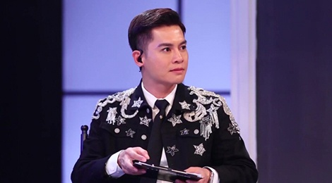 Host Nam Trung an mac khong thua kem dan HLV tai The Face 2018 hinh anh