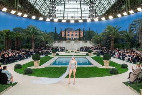 Vi sao 'Bo gia' Karl Lagerfeld vang mat tai show thoi trang Chanel? hinh anh 2