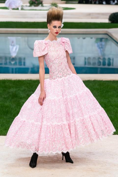 Vi sao 'Bo gia' Karl Lagerfeld vang mat tai show thoi trang Chanel? hinh anh 19