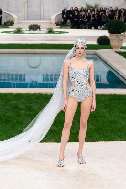 Vi sao 'Bo gia' Karl Lagerfeld vang mat tai show thoi trang Chanel? hinh anh 20