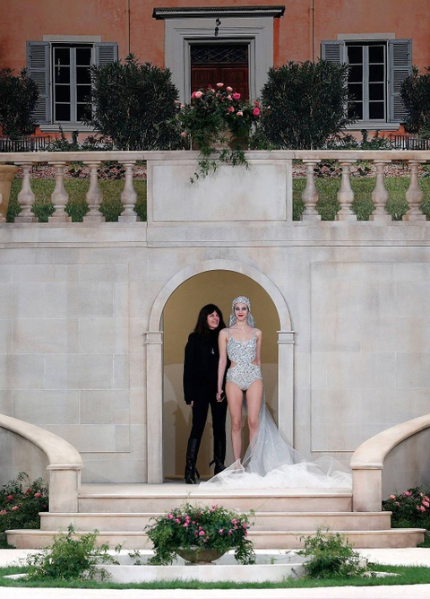Vi sao 'Bo gia' Karl Lagerfeld vang mat tai show thoi trang Chanel? hinh anh 21