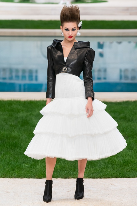 Vi sao 'Bo gia' Karl Lagerfeld vang mat tai show thoi trang Chanel? hinh anh 12