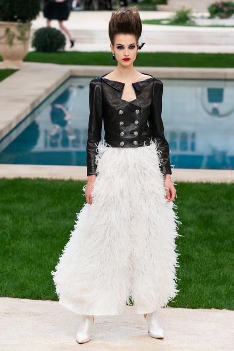 Vi sao 'Bo gia' Karl Lagerfeld vang mat tai show thoi trang Chanel? hinh anh 13