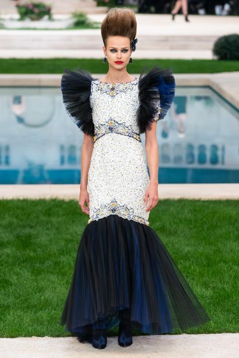 Vi sao 'Bo gia' Karl Lagerfeld vang mat tai show thoi trang Chanel? hinh anh 18