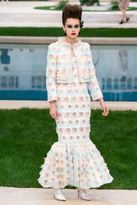 Vi sao 'Bo gia' Karl Lagerfeld vang mat tai show thoi trang Chanel? hinh anh 6