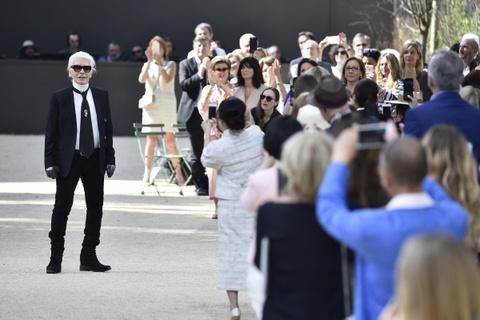 Vi sao 'Bo gia' Karl Lagerfeld vang mat tai show thoi trang Chanel? hinh anh 22