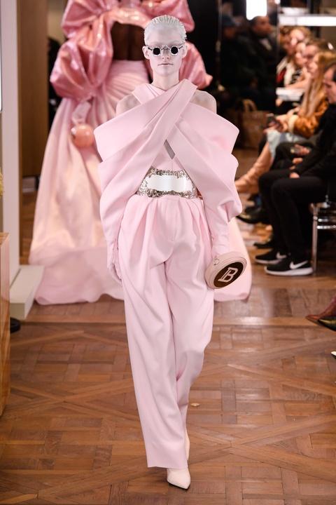 Di tim cac thiet ke doc dao tai tuan le thoi trang Haute Couture SS19 hinh anh 23