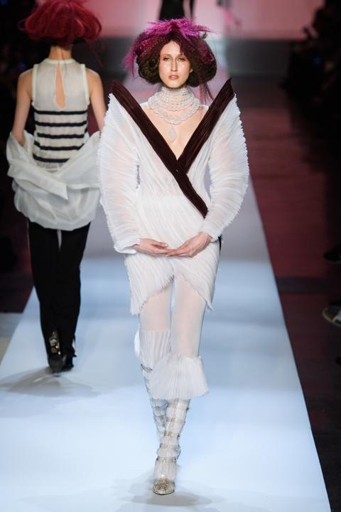 Di tim cac thiet ke doc dao tai tuan le thoi trang Haute Couture SS19 hinh anh 31