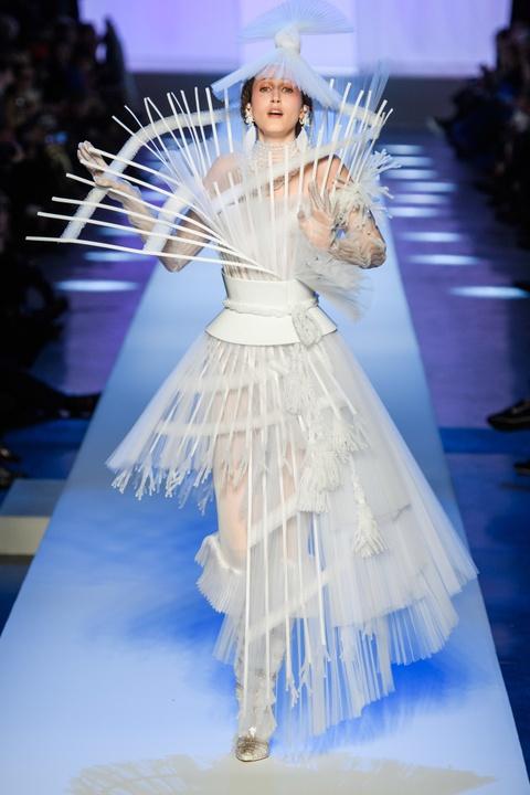 Di tim cac thiet ke doc dao tai tuan le thoi trang Haute Couture SS19 hinh anh 38