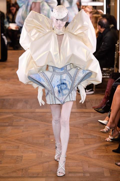 Di tim cac thiet ke doc dao tai tuan le thoi trang Haute Couture SS19 hinh anh 20