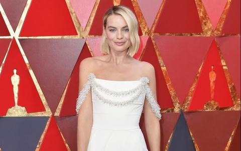 Thiết kế lộng lẫy của Karl Lagerfeld đi vào lịch sử lễ trao giải Oscar