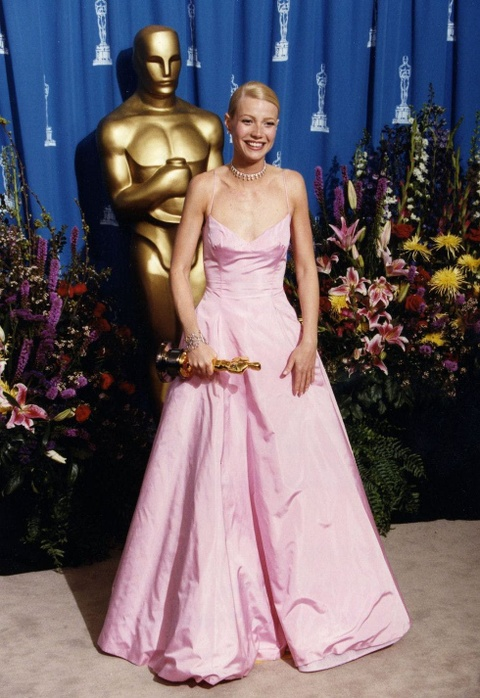 Thiet ke long lay cua Karl Lagerfeld di vao lich su le trao giai Oscar hinh anh 3