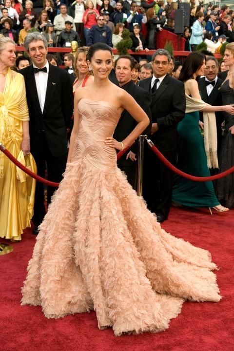 Thiet ke long lay cua Karl Lagerfeld di vao lich su le trao giai Oscar hinh anh 5