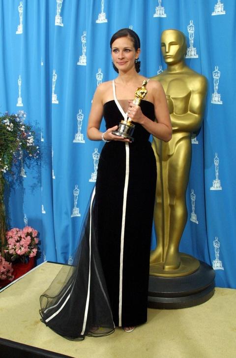 Thiet ke long lay cua Karl Lagerfeld di vao lich su le trao giai Oscar hinh anh 4