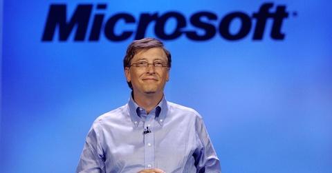 Ty phu Bill Gates chi thich mac kieu ao len khoac ngoai so mi hinh anh 6