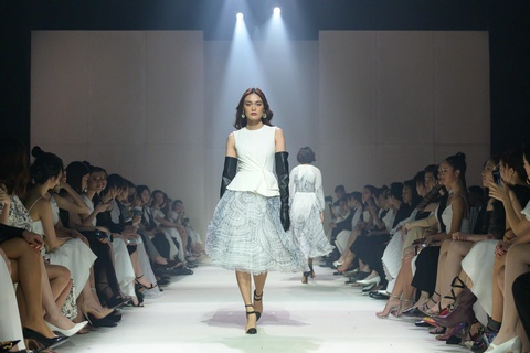 Khong co Ky Duyen va Minh Trieu, show Le Thanh Hoa co that su dep? hinh anh 26
