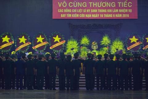 Khan tang nhuom trang nha tang le Bo Quoc phong hinh anh 1