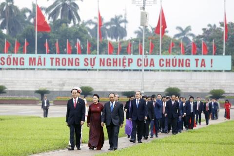 Dai bieu Quoc hoi vieng Chu tich Ho Chi Minh hinh anh 9