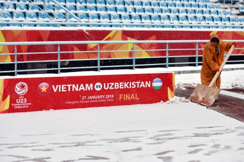 Tuyet phu kin san van dong dien ra tran chung ket U23 chau A hinh anh 14