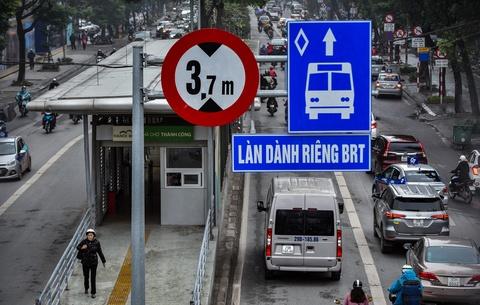 Oto, xe may tat dau buyt BRT nhung ngay can Tet hinh anh 2