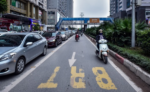 Oto, xe may tat dau buyt BRT nhung ngay can Tet hinh anh 4