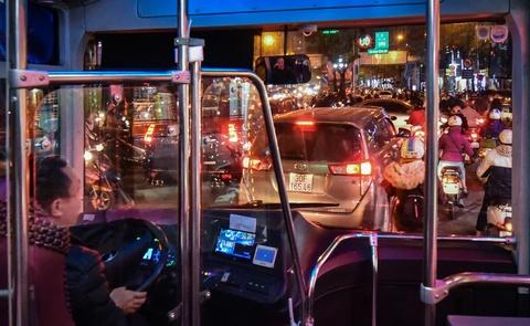 Oto, xe may tat dau buyt BRT nhung ngay can Tet hinh anh 9