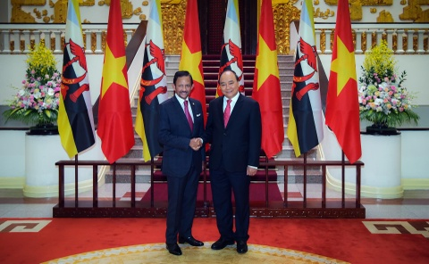 Quoc vuong Brunei bat dau tham cap nha nuoc den Viet Nam hinh anh 8