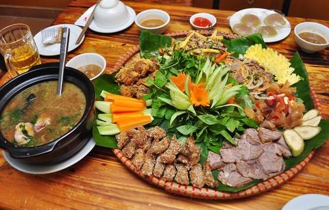 Bo met nhin la them o pho Pham Ngoc Thach hinh anh